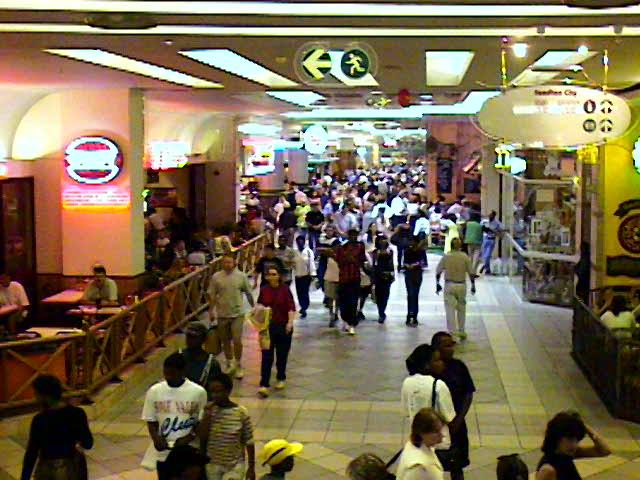 Shopping Area in Joburg 2.jpg (66729 bytes)
